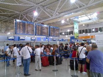 Стойки регистрации рейсов в аэропорту Корфу, Греция