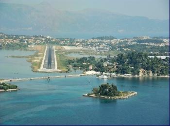 Взлётная полоса аэропорта Корфу, Греция