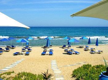 Песчаный пляж Аделианос Камбос