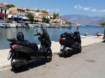 Скутер - двухколесный транспорт в Греции