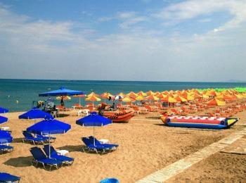 Разгар купального сезона на пляже Кумбес, Ретимно, Крит