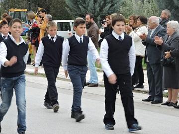 Парад в деревне Кавалари. Салоники, Греция