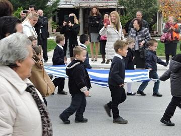 Самые маленькие участники школьного парада в Греции