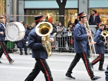 Духовой оркестр на центральной улице Салоник, 28 октября, Греция