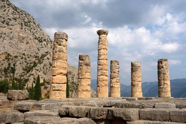 Главный храм - Святилище Аполлона Пифийского