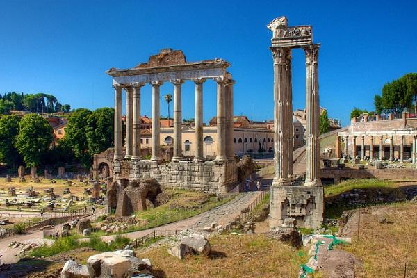 Уцелевшие руины знаменитого храма Тита