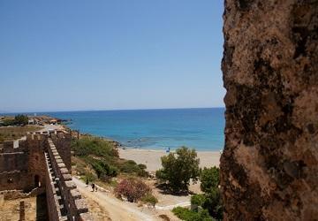 Вид на главный пляж с крепости