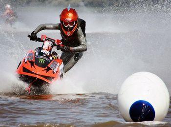 Развлечения на водных мотоциклах
