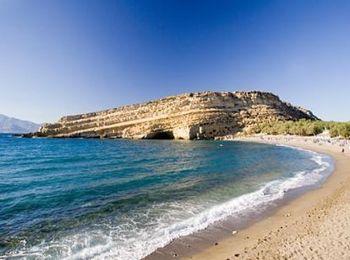 Пляж, для любителей поплавать на глубине, ощущая под собой глубину