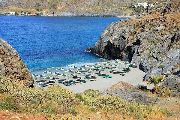 Маленький пляж для нудистов