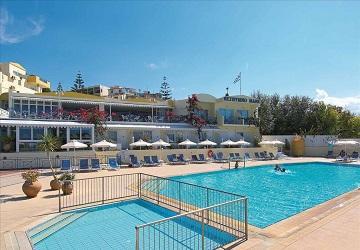 Два бассейна на территории отеля