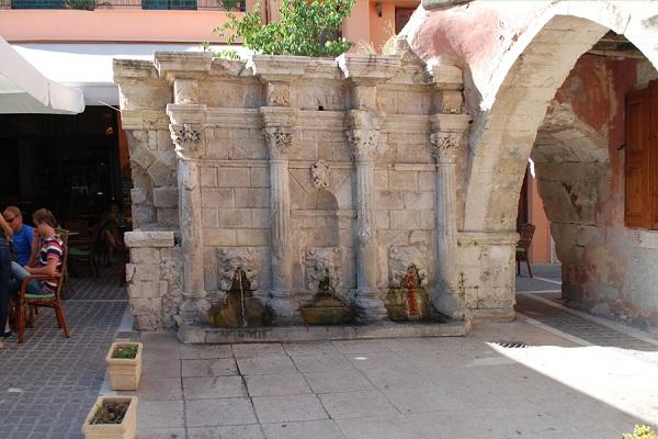 Четыре колонны фонтана