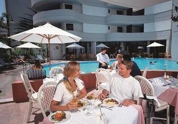 Ресторана Laguna. Столик на открытом воздухе
