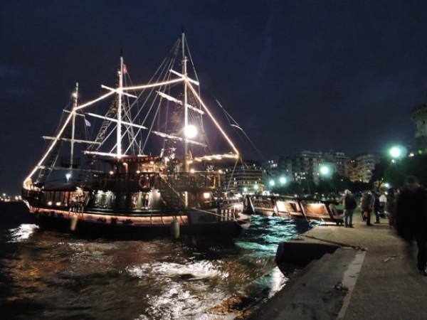 Набережная Салоник, корабль Арабелла
