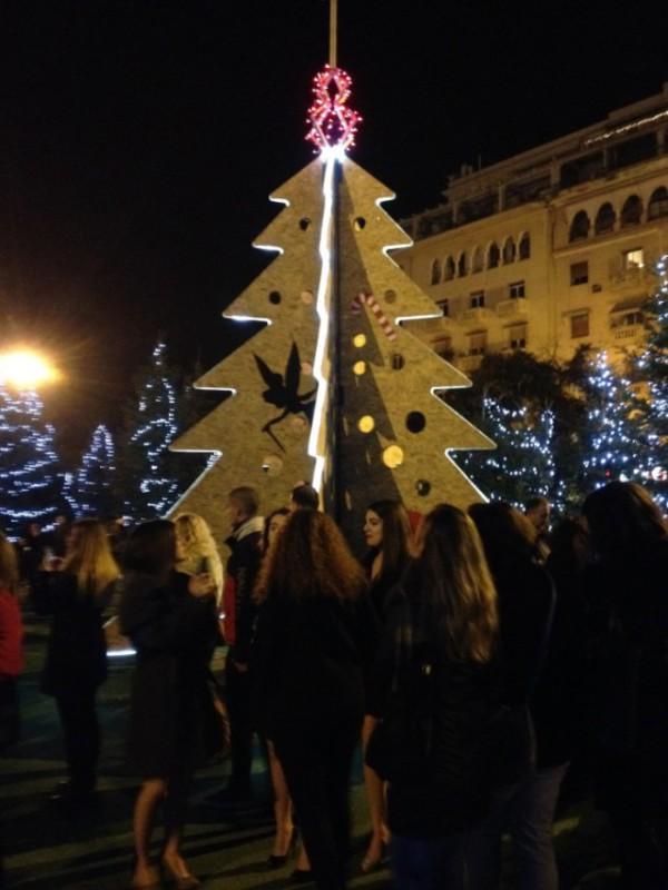 Ёлка на площади Аристотелос в Салониках