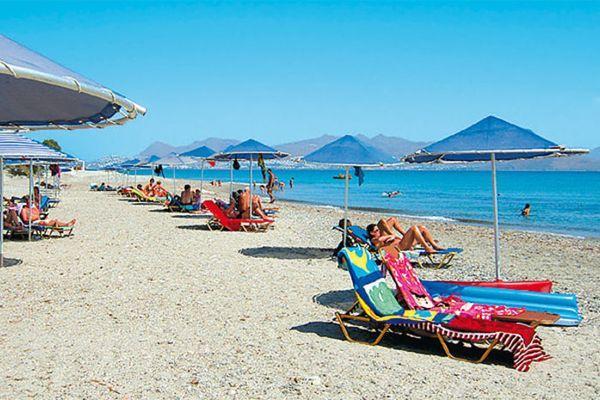 Чистое побережье, полный пляжный инвентарь