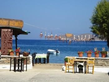 Традиционная таверна у самого моря