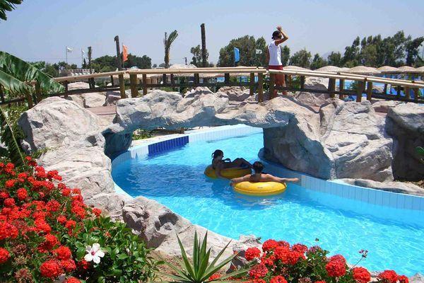 Отлично провести время можно в аквапарке Лидо