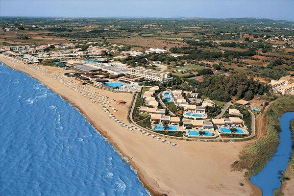 Пляжная зона длиной в 2 км