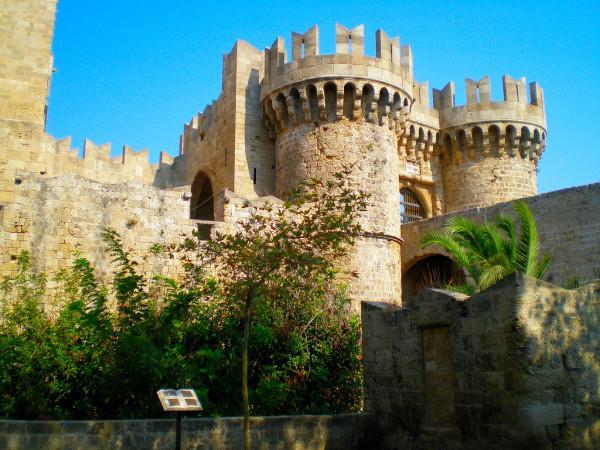 Вид на древний дворец острова Родос