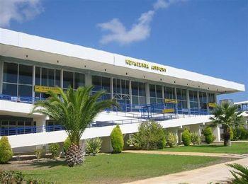 Небольшой аэропорт Кефалония на одноименном острове