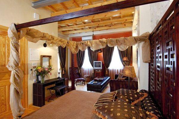Комната в шоколадном цвете Brown Suite