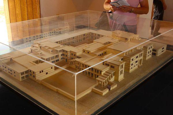 Макет исторического строения в Малии