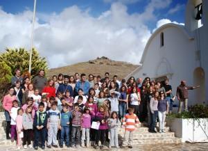 Около церкви члены церковной  общины