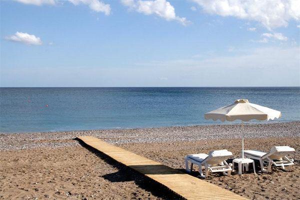 Песочно-галечный чистый берег