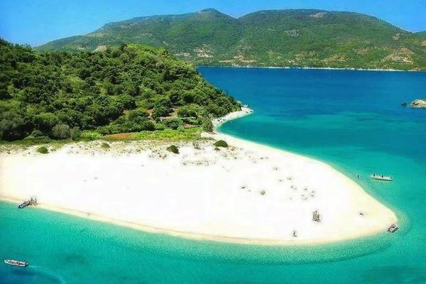 Потрясающей красоты остров Марафониси