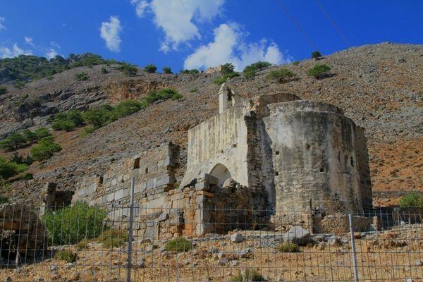 Базилика Пресвятой Девы на руинах храма Аполлона и Артемиды