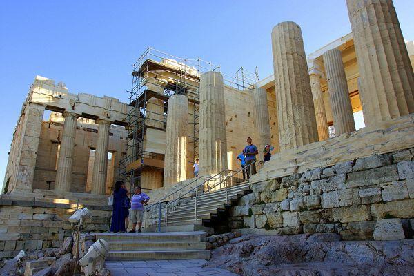 Пропилеи - западная часть Акрополя