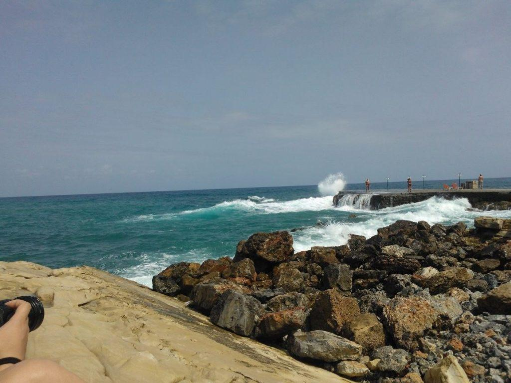 Каменистый пляж отеля