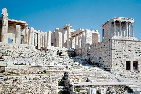 Величественные древние постройки