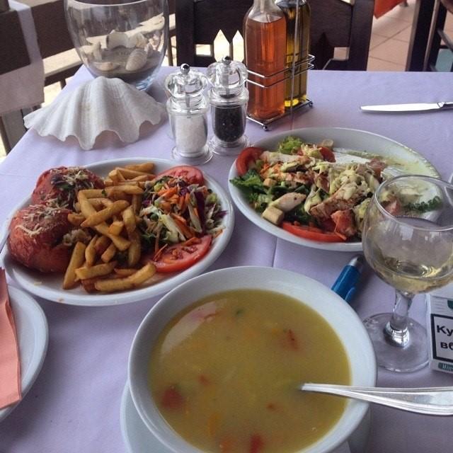 Обед на террасе отеля