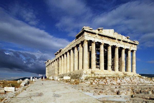 Парфенон - знаменитое строение древнегреческих архитекторов