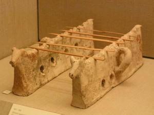 Древний мангал для приготовления мяса на палочказ
