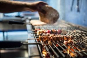 Самое популярное в Греции блюдо - сувлаки