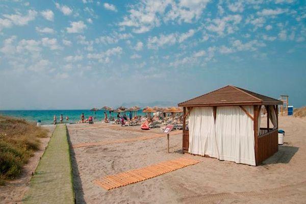 Пляжная территория отеля