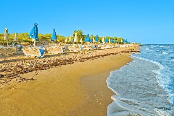 Чистый песчаный пляж