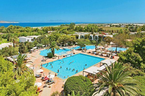 Четырехзвездочный Caravia Beach Hotel & Bungalows 4*