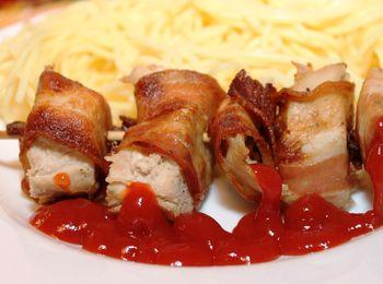 Сувлаки из курицы и сочного бекона