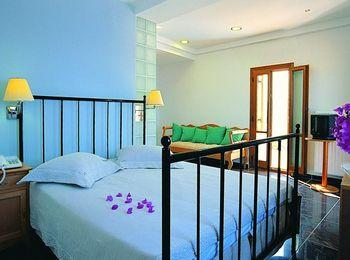 Комфортные, чистые, светлые номера Theoxenia Hotel