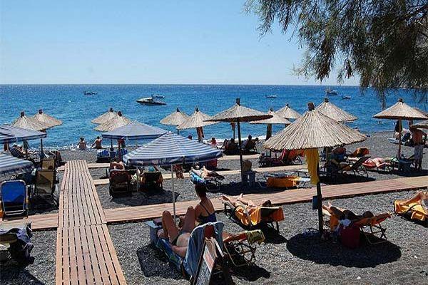 """Пляж с вулканическим песком, недалеко от Отеля """"28"""""""