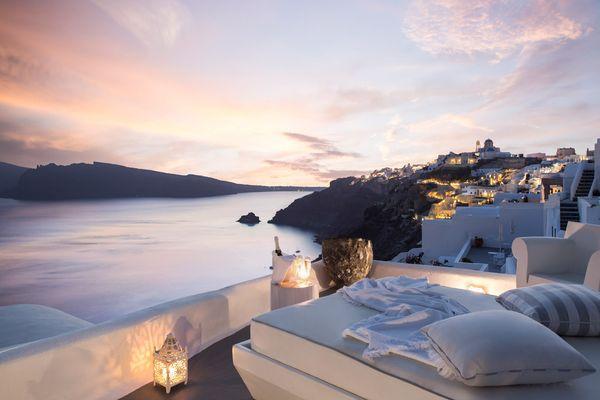 Kirini-Suites-Spa-Sunset-View: блкон номера люкс с потрясающим видом на залив
