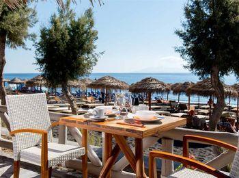 Пляжная зона недалеко от отеля