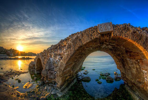 Руины арочного моста