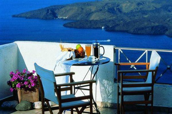 Уютный балкон номера Theoxenia Hotel с видами на залив
