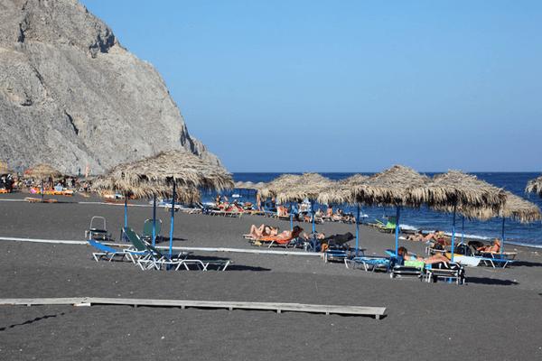 Пляж бухты Армени: черный вулканический песок и чистейшее море