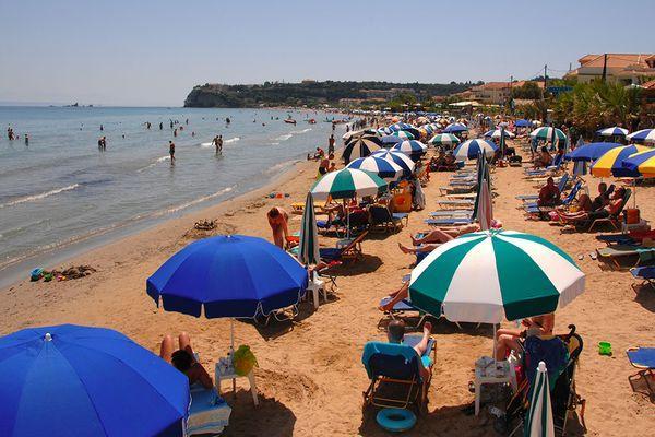 Песчаный пляж поселка